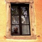 Derrière la fenêtre