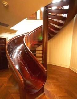 Escalier-toboggan