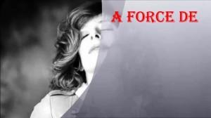 A force de...