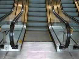 Au pied d'un escalator