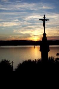 Croix latine dans le lac de Starnberg en hommage à Louis II de Bavière